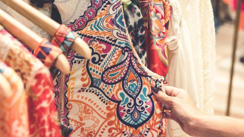Zakupy na targowiskach - czy można znaleźć tam coś modnego?
