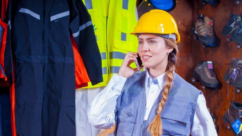 Moda do pracy fizycznej - w co warto się ubrać?